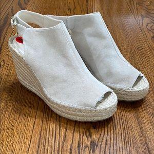 NWOT Kenneth Cole New York Odette Wedge Sandal
